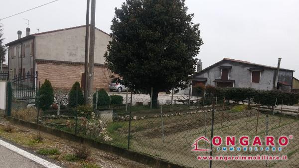 Casa colonica di ampie dimensioni a Cologna di Riva del Po (Fe)