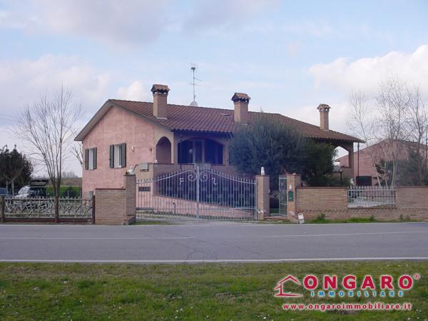 Villa a Ro di Riva del Po (FE)