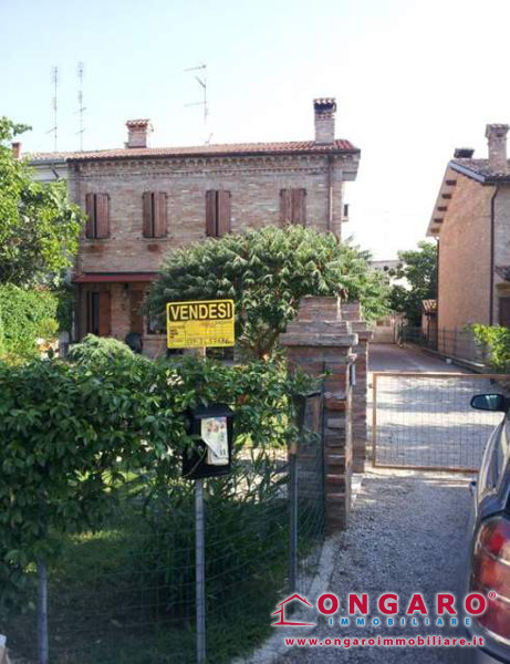 Casa bifamiliare ristrutturata ad Ambrogio di Copparo (Fe)