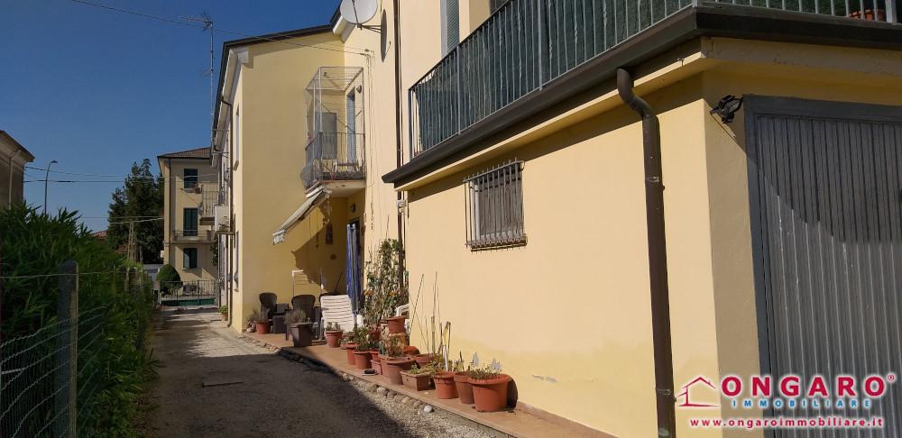 Porzione di casa ristrutturata con terrazzo e giardino a Copparo (Fe)