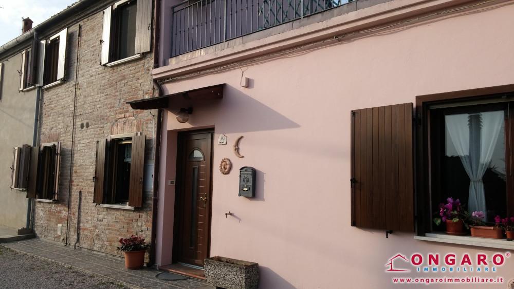 Buona porzione di casa libera su tre lati a Copparo (Fe) loc. Gradizza