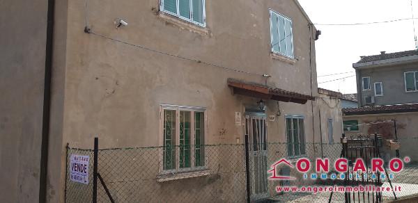 Porzione con scoperto e due garage a Copparo (Fe)