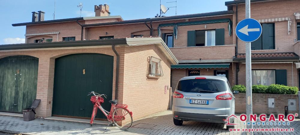 Copparo centro (Fe) bella villetta a schiera recentemente ristrutturata