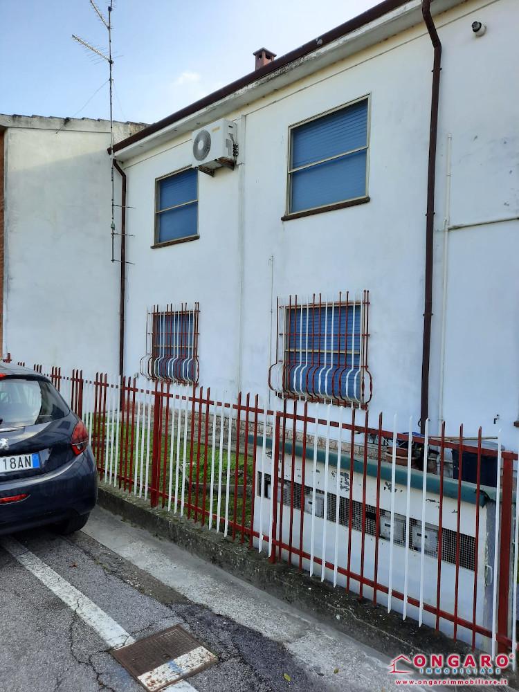 Riva del Po (Fe) loc. Zocca porzione di casa con garage e terreno