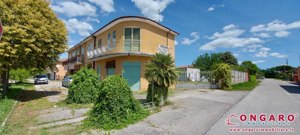 Complesso immobiliare a Jolanda di Savoia (Fe)