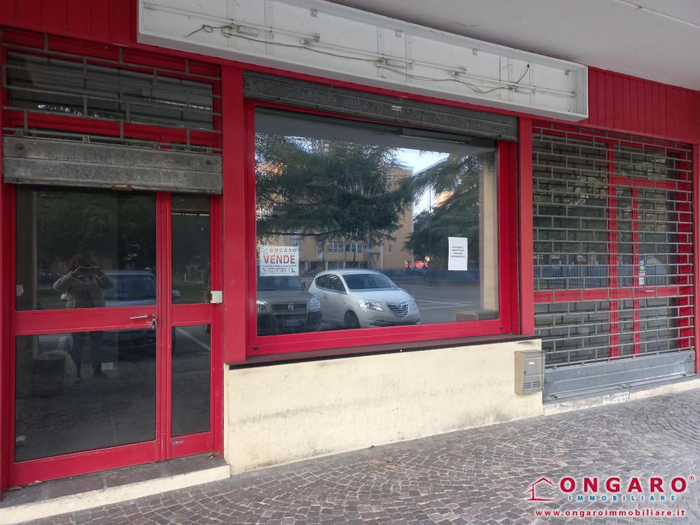 Negozio ristrutturato di oltre mq.100 a Copparo (Fe)