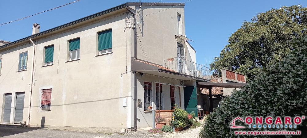 Porzione di casa a Riva del Po (Fe) loc. Berra