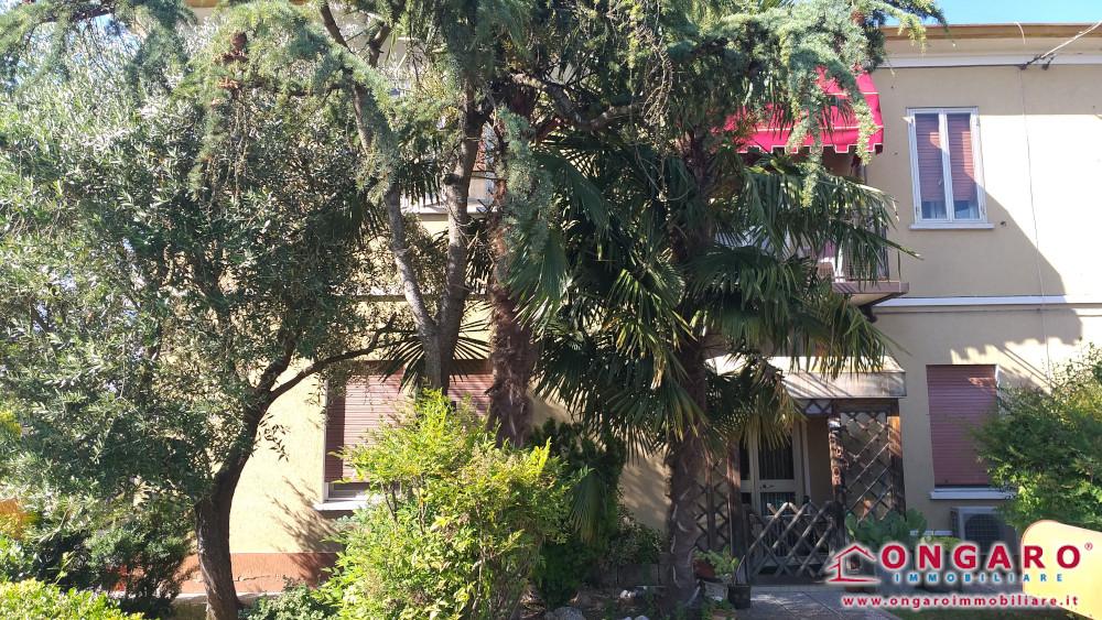 Porzione di casa con magazzino e ampio scoperto a Riva del Po (Fe)