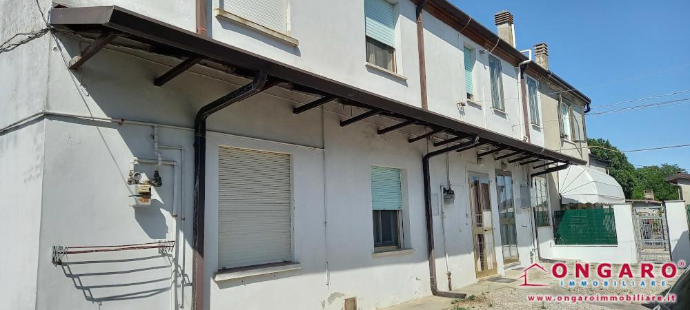 Porzione di casa con garage e scoperto a Riva del Po (Fe) loc. Berra
